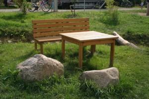 So oder ähnlich könnten die Schulkinder im Innenhof zu Tisch sitzen. Der Förderverein sammelt dafür Spenden.
